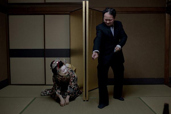 ผู้ชนะการประกวด ภาพชุดเล่าเรื่อง – ความงานอันลุ่มลึก  โดยคาซูฮิโกะ มัตสึมูระ